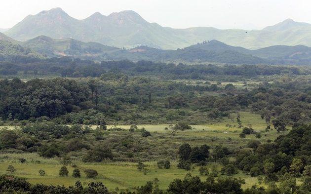 강원 철원군 평화전망대에서 바라본 비무장지대(DMZ)와 북한 선전마을에 적막감이 흐르고