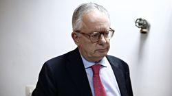 Ο συνταγματολόγος Νίκος Αλιβιζάτος εξηγεί τι επιτρέπεται να πράξει ο ΠτΔ στο θέμα της συμφωνίας για το Σκοπιανό, τι όχι και π...