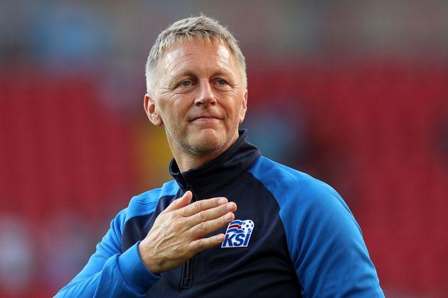 아이슬란드 축구 국가대표팀 감독은 놀랍게도 치과의사