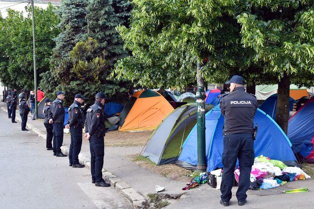 Démantèlement d'un camp de migrants à Sarajevo, en Bosnie, le 18 mai