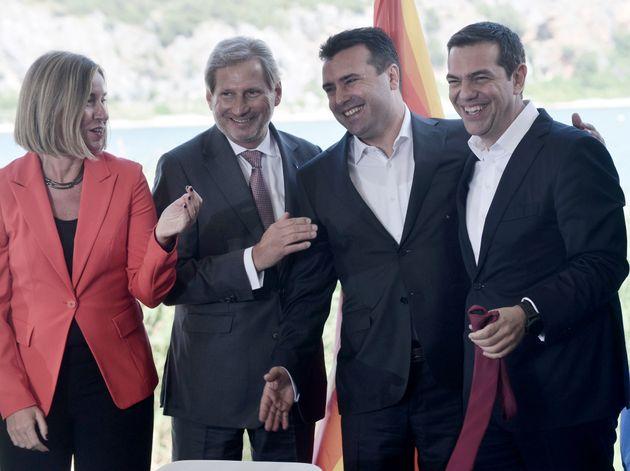 Υπεγράφη η συμφωνία για το Σκοπιανό στις Πρέσπες. Τι είπαν στις ομιλίες τους Τσίπρας και Ζάεφ για την...