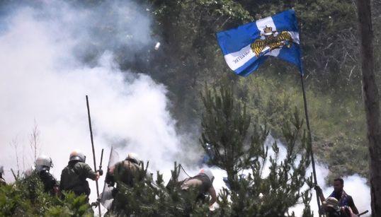 Διαμαρτυρίες και χημικά στο Πισοδέρι για την υπογραφή της