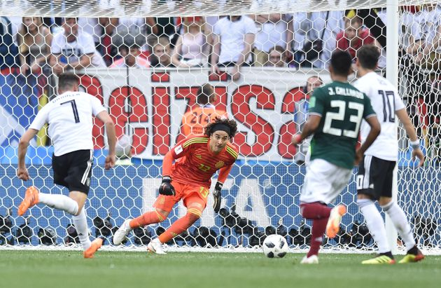 Le gardien mexicain Guillermo Ochoa en action pendant le match du Mexique contre l'Allemagne, le 17 juin...