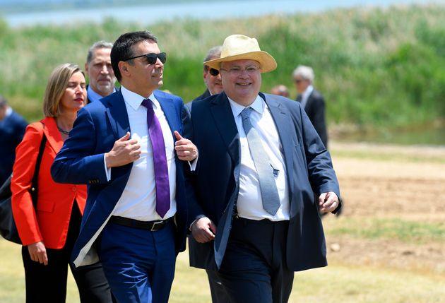 Η ημέρα που συμφώνησαν Ελλάδα-πΓΔΜ: Το παρασκήνιο της υπογραφής της συμφωνίας στις Πρέσπες και οι