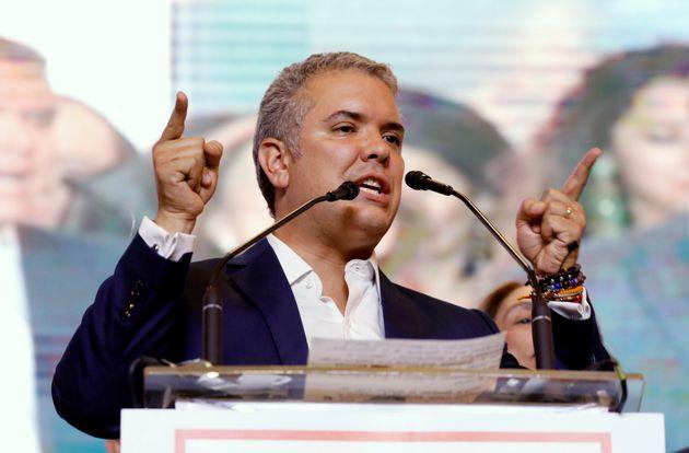O δεξιός Ντούκε εξελέγη νέος πρόεδρος της Κομομβίας. Εξήγγειλε ήδη «διορθώσεις» στη συμφωνία ειρήνης...