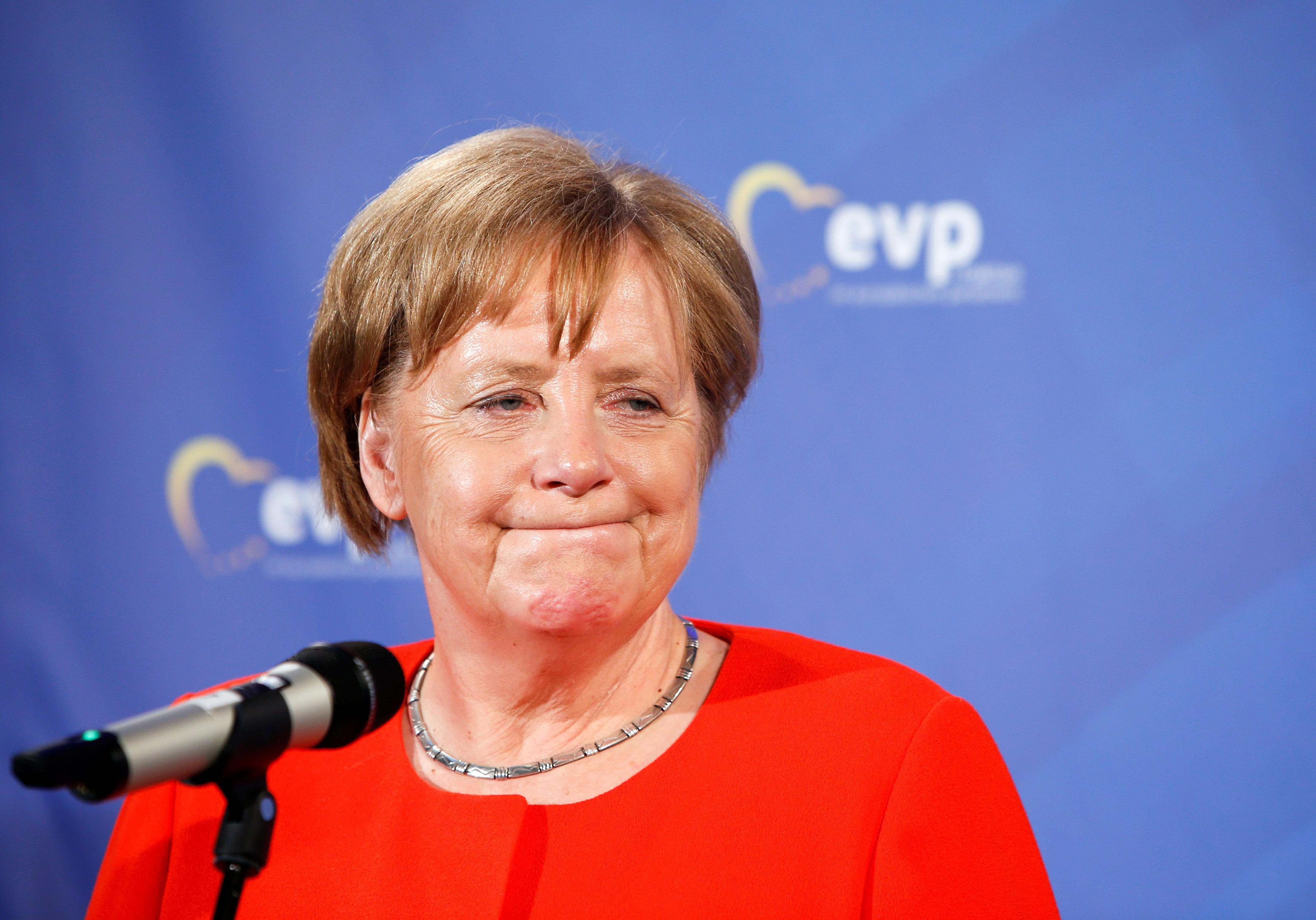 Τελεσίγραφο στη Μέρκελ για το μεταναστευτικό αναμένεται να δώσει σήμερα το CSU, γράφει η