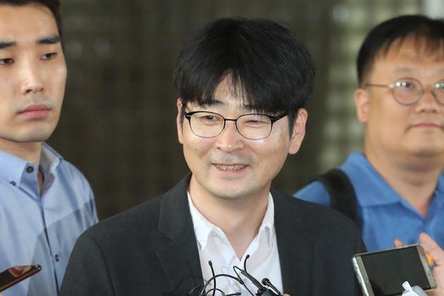 탁현민이 '벌금 70만원' 선고받고 청와대 행정관 거취 묻는 질문에 한