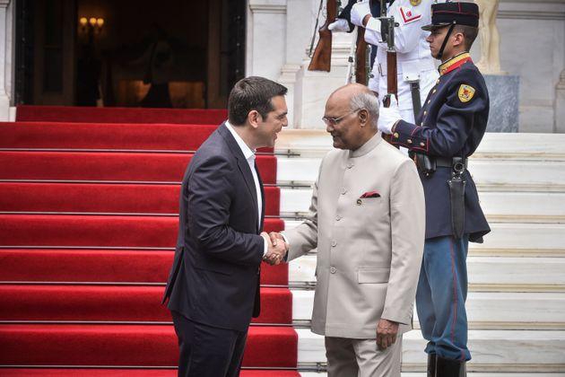 Τσίπρας σε Ινδό πρόεδρο: Στο εξής να αποκαλείτε κι εσείς τη γειτονική μας χώρα «Βόρεια Μακεδονία» όπως...