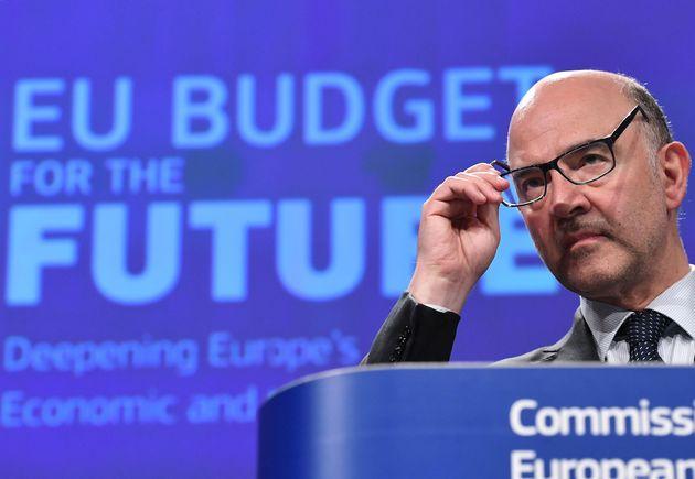 Μοσκοβισί καλεί Eurogroup να ελαφρύνει το χρέος