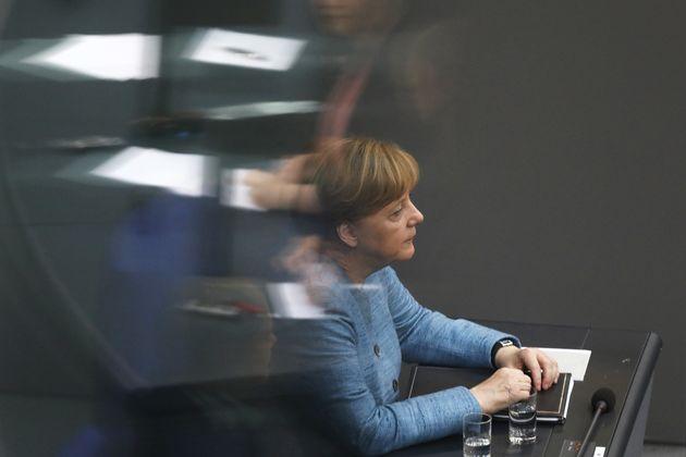 Τελεσίγραφο Ζεεχόφερ στη Μέρκελ για την εφαρμογή ελέγχων στα σύνορα της