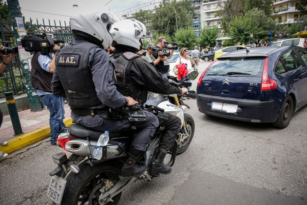 Κρατούμενος στη ΓΑΔΑ ο Μπαρμπαρούσης: Γύρισε στην Αθήνα... άνετος με το βουλευτικό
