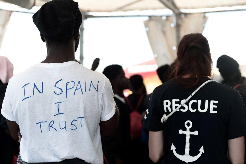Η συγκλονιστική εμπειρία ενός Ισπανού φωτορεπόρτερ με τους μετανάστες στο πλοίο