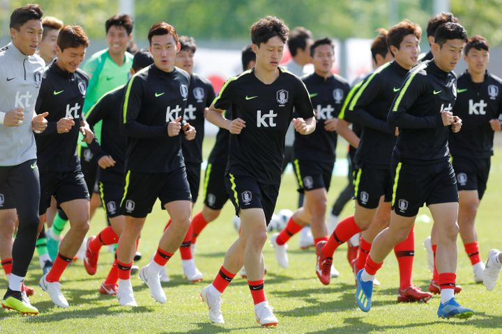 The South Korean soccer team at a training session in St. Petersburg, Russia, on June 13, before the FIFA World Cup. The