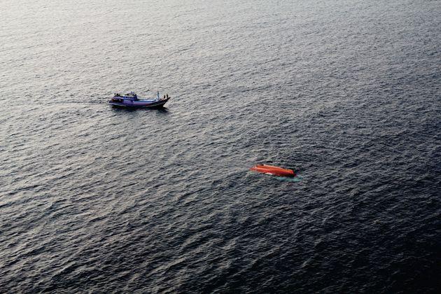 Δεκάδες αγνοούμενοι μετά το ναυάγιο ενός φέρι στη λίμνη Τόμπα στην