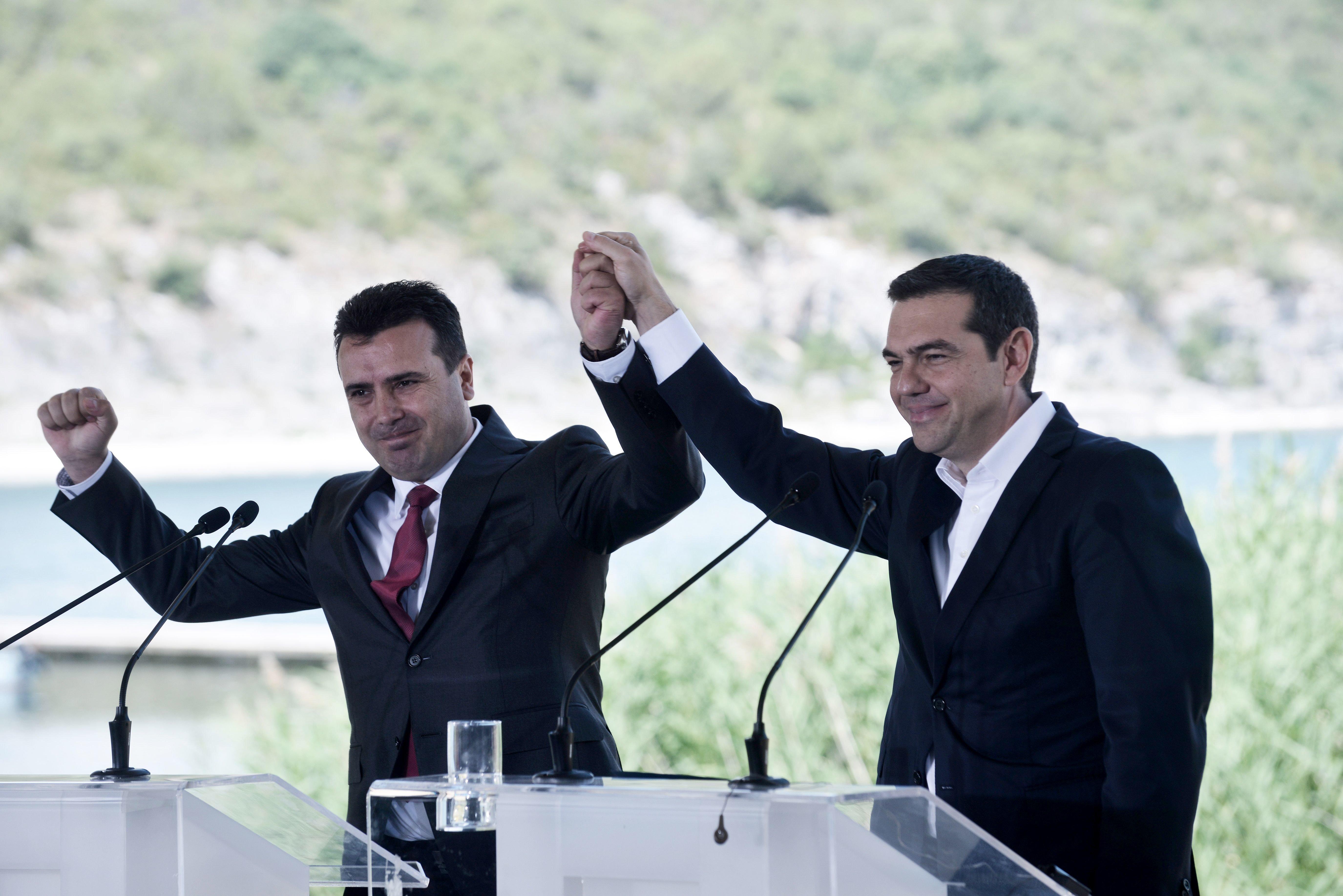 Ανάλυση Reuters: Η συμφωνία για το ονοματολογικό θα βοηθήσει την Ελλάδα στις συνομιλίες για το χρέος