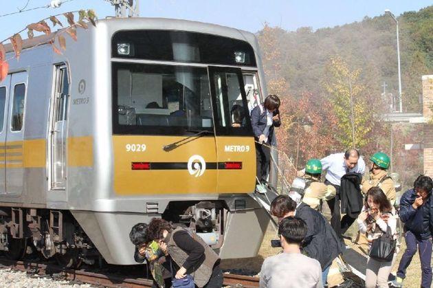 트위터에 올라온 한큐 전철 탈출법에 일본인들도
