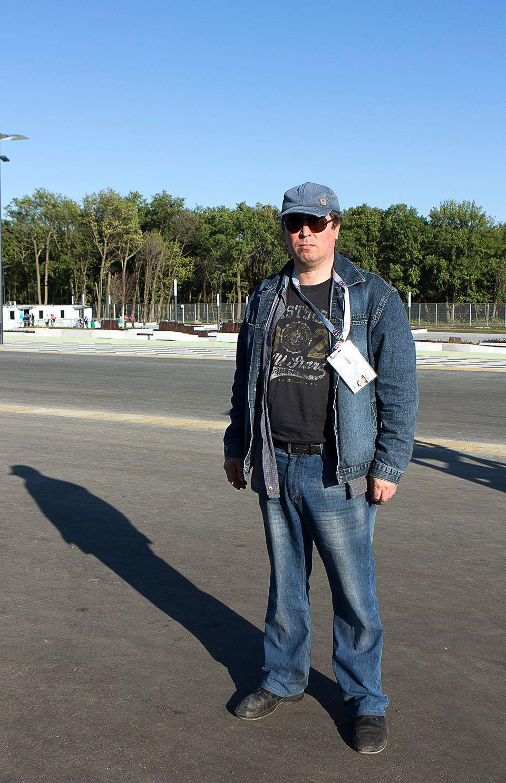 Mikhail vor dem Stadion – er rettete mit Mitstreitern die historische Altstadt von Samara vor dem