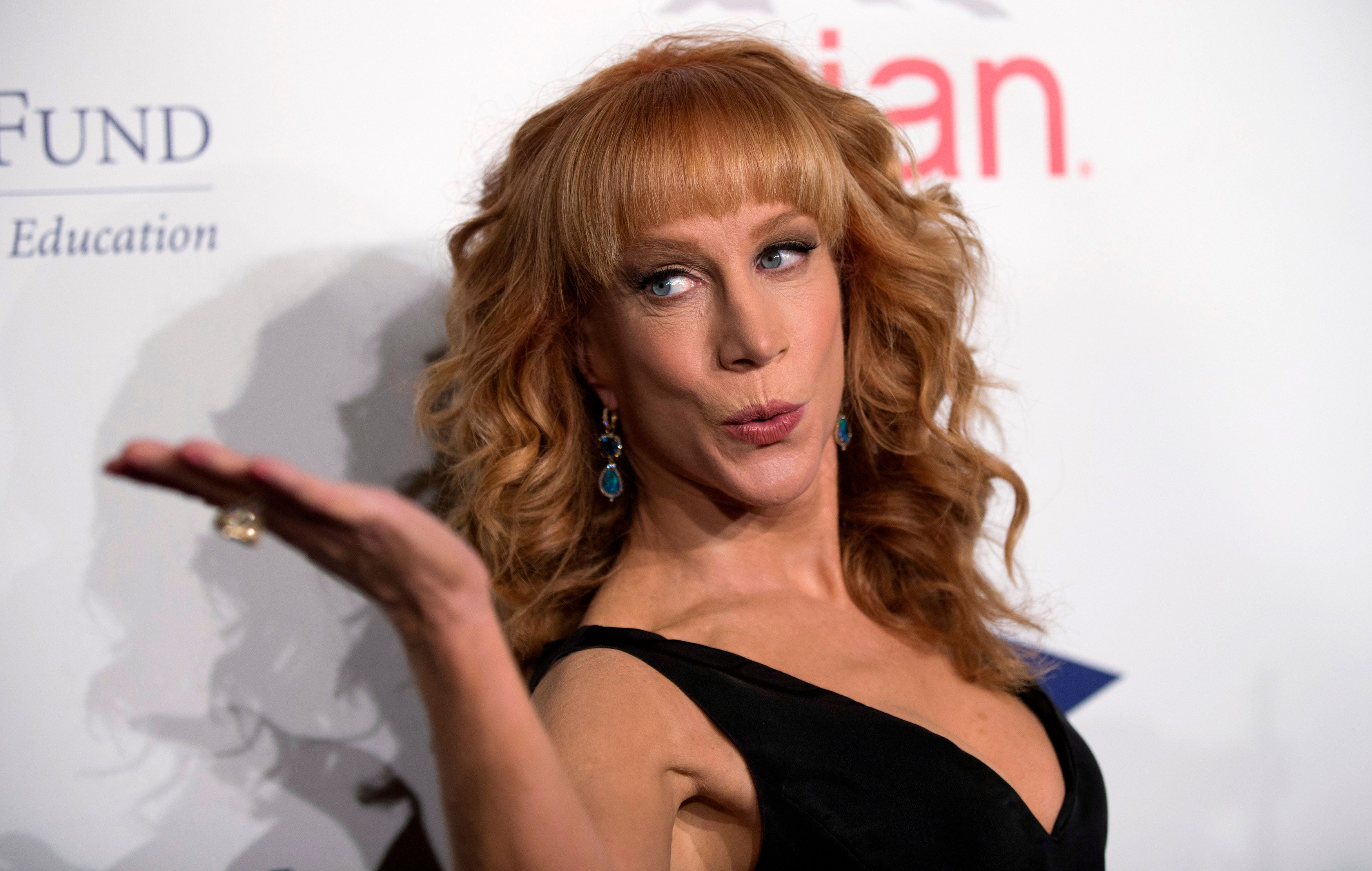 Comedian Kathy Griffin blows a kiss at photographers at the 20th Annual Fulfillment Fund Stars benefit gala in Beverly Hills, California October 14, 2014. REUTERS/Mario Anzuoni  (UNITED STATES - Tags: ENTERTAINMENT)