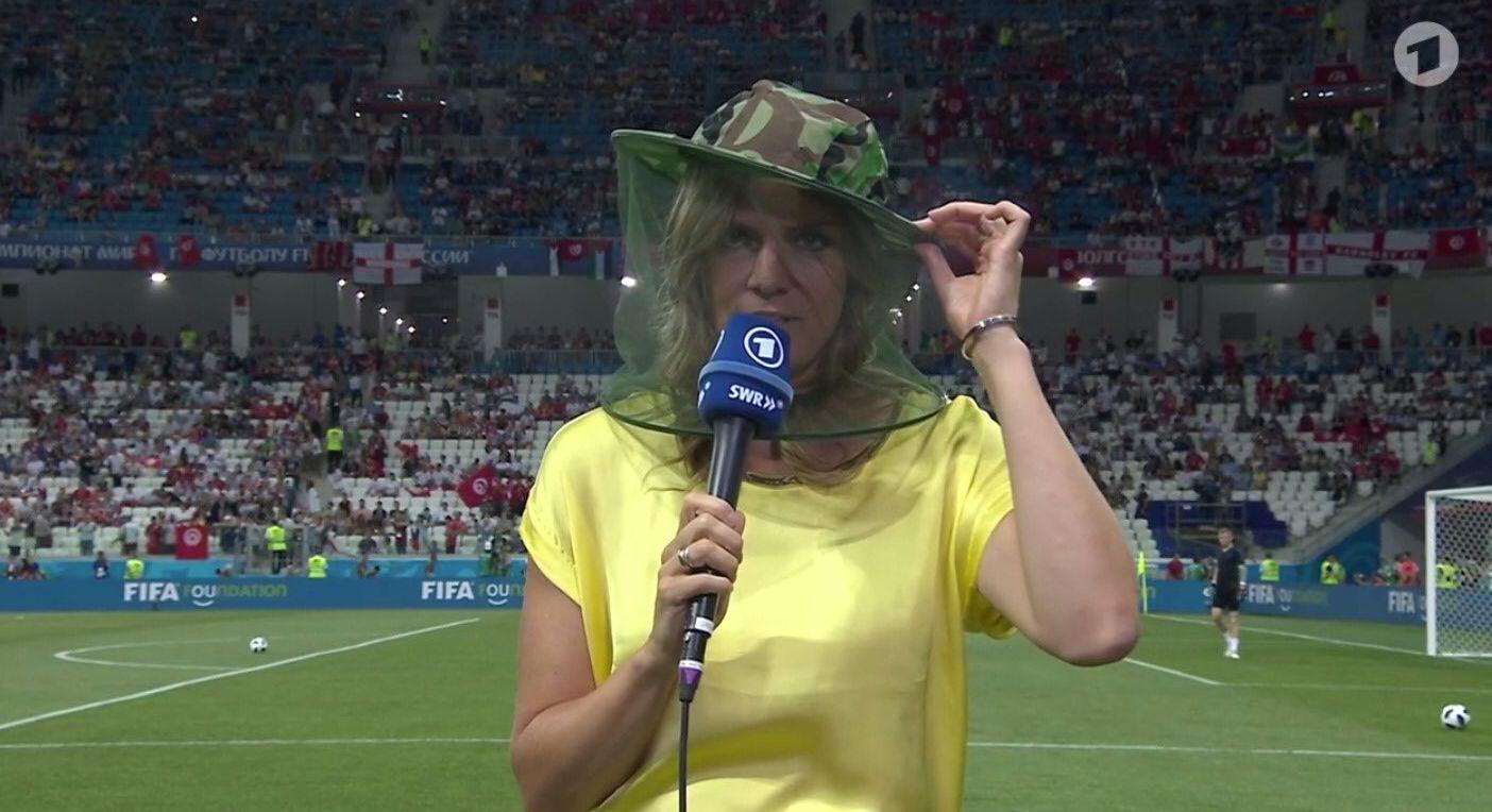 Mückenplage bei WM in Russland: ARD-Reporterin muss Tropenhelm tragen