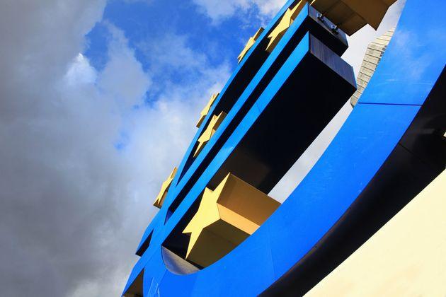 Η ΕΚΤ αναζητά τρόπους για την αντιμετώπιση των «κόκκινων» δανείων και προκαλεί εντάσεις στο εσωτερικό
