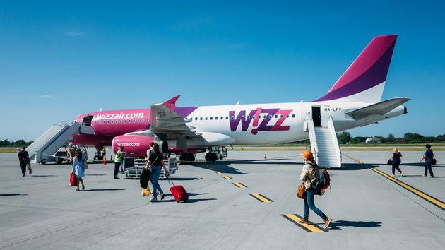 Το αεροπλάνο της Wizz Air στο αεροδρόμιο της