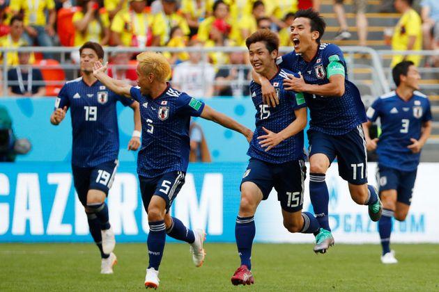 일본이 월드컵 첫 게임에서 콜롬비아를