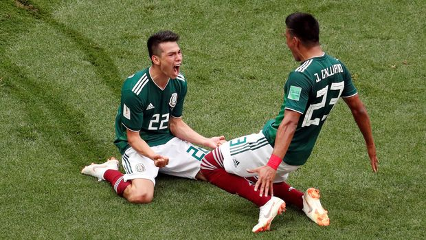 Soccer Football - World Cup - Group F - Germany vs Mexico - Luzhniki Stadium, Moscow, Russia - June 17, 2018   Mexico's Hirving Lozano celebrates scoring their first goal with Jesus Gallardo             REUTERS/Christian Hartmann     TPX IMAGES OF THE DAY