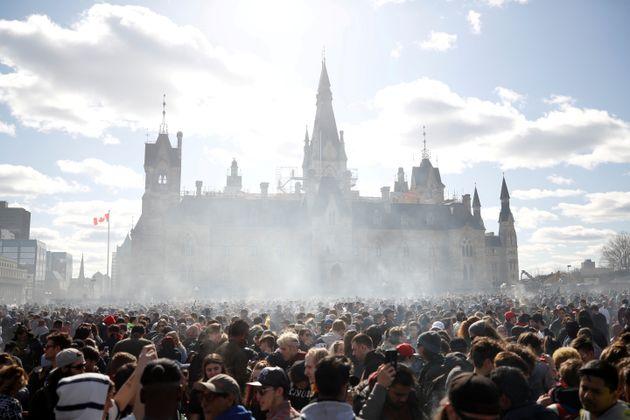 캐나다 의회가 마리화나(대마초)를