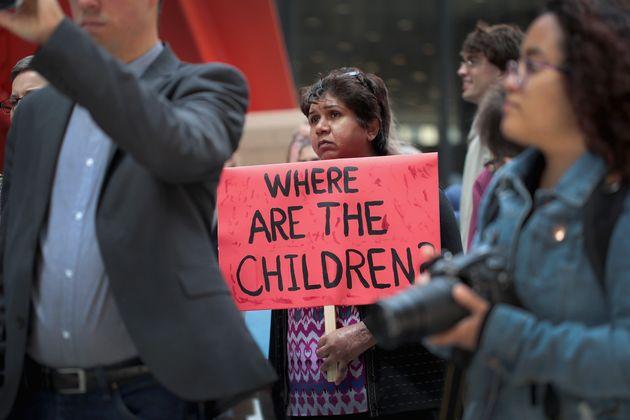«Πρόεδρε έχετε παιδιά!» βροντοφώναξαν Δημοκρατικοί στον Τραμπ για τον χωρισμό παιδιών από τους μετανάστες...