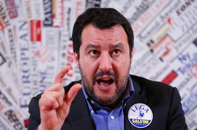 이탈리아 내무장관 마테오 살비니가 집시 추방 계획을