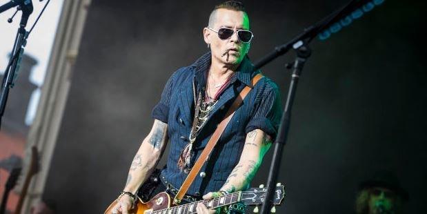 Καμία ανησυχία για τον Johnny Depp: Οι νέες φωτογραφίες του αποδεικνύουν πως είναι σε άψογη