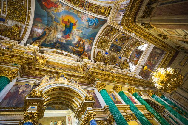 L'intérieur et arches de la cathédrale Saint-Isaac àSaint