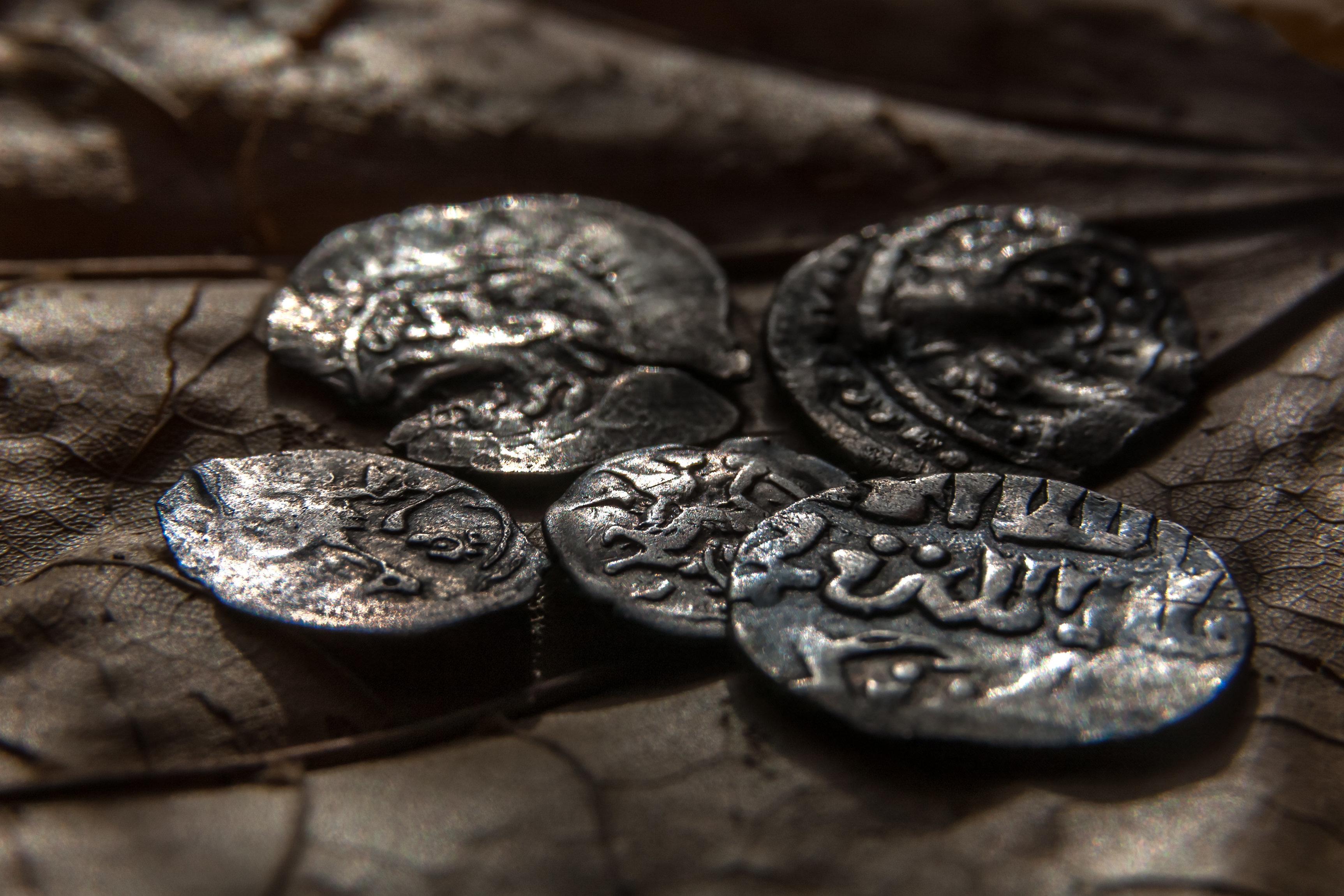 Deutsche finden seltenen Mittelalter-Schatz – und behalten ihn für