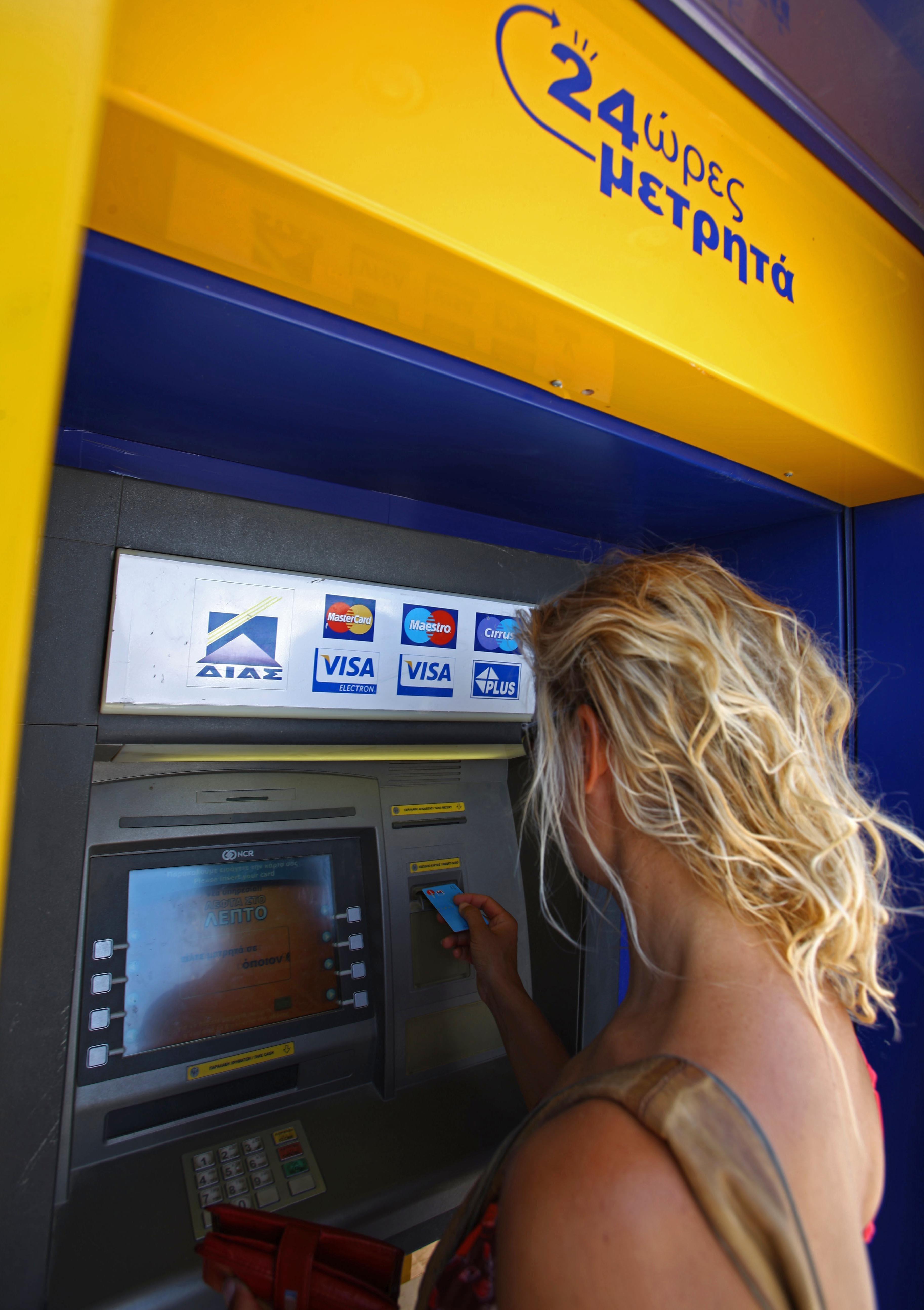 Geld abheben: Banken fordern Mindestbetrag – doch es gibt