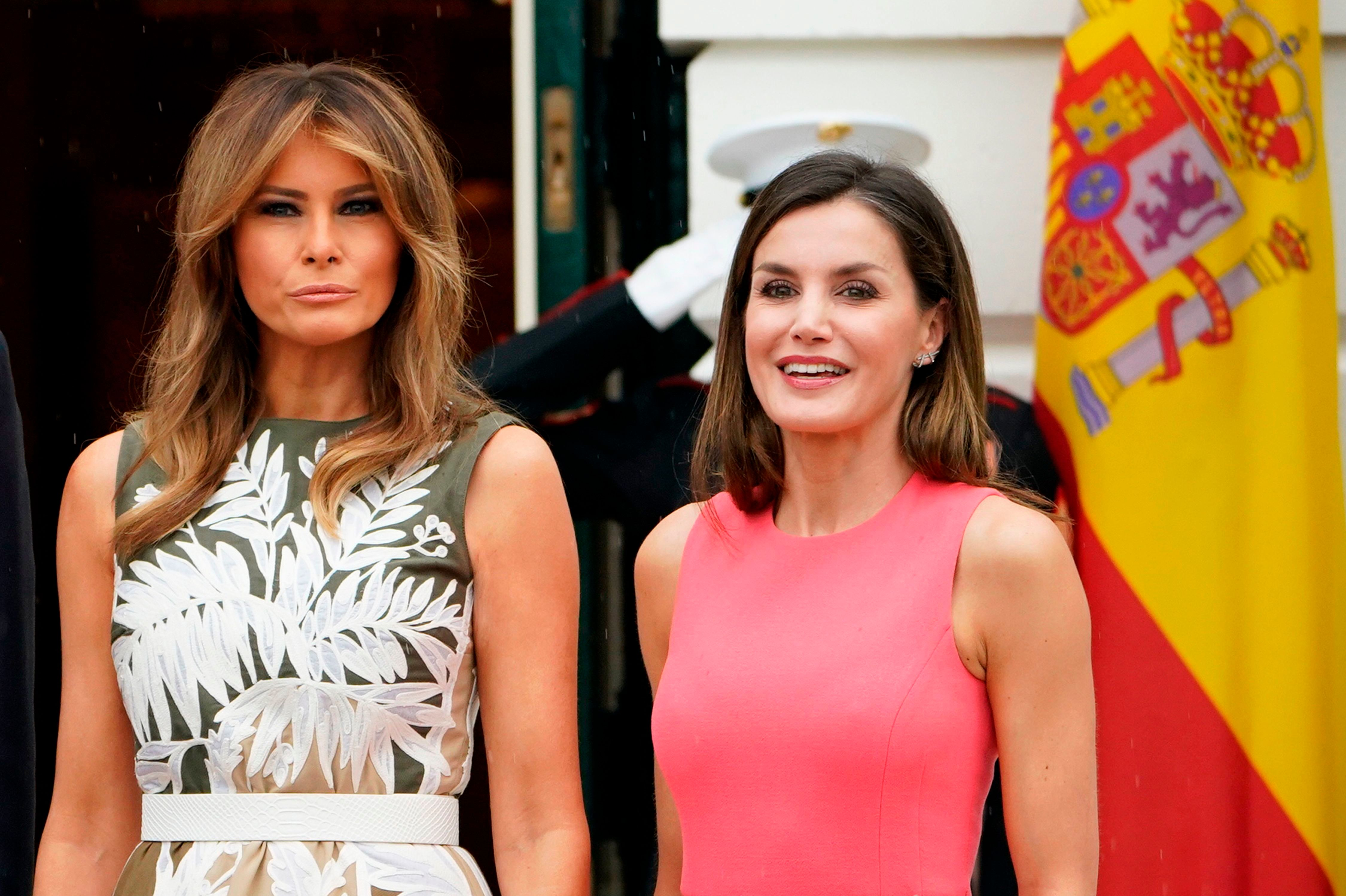 US First Lady Melania Trump is seen with Spain's Queen Letizia upon arrival at the White House in Washington, DC on June 19, 2018. (Photo by Mandel Ngan / AFP)        (Photo credit should read MANDEL NGAN/AFP/Getty Images)