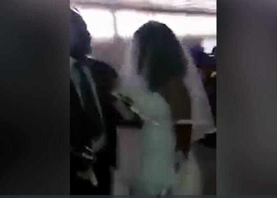 Πήγε -απρόσκλητη φυσικά- στον γάμο του πρώην της φορώντας νυφικό κι έγινε