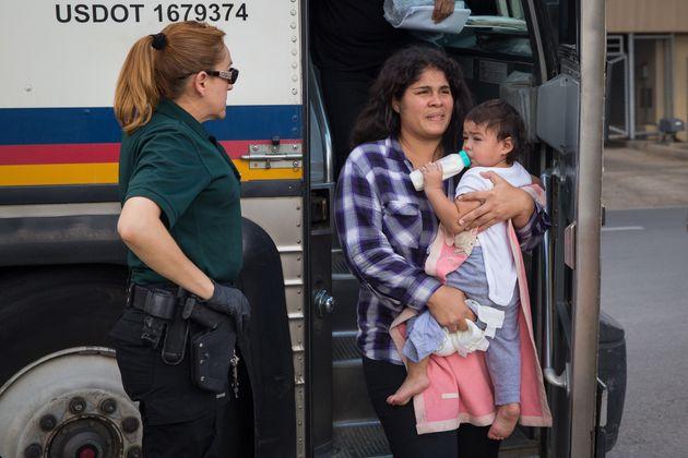 Aux États-Unis, Trump met les enfants migrants dans des