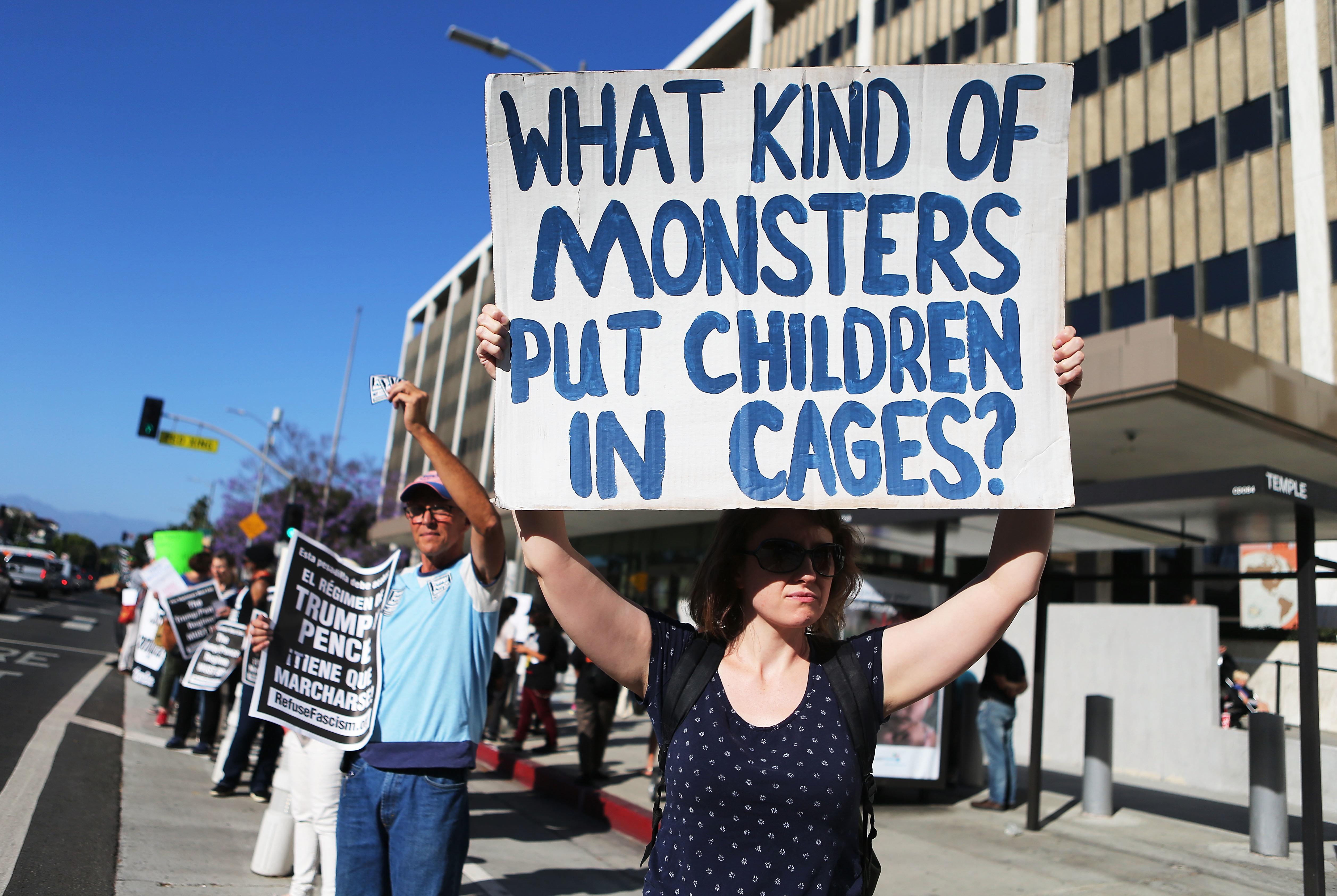 American Airlines και United ζητούν να μην χρησιμοποιούνται οιπτήσεις τους γιατη μεταφορά παιδιών που...