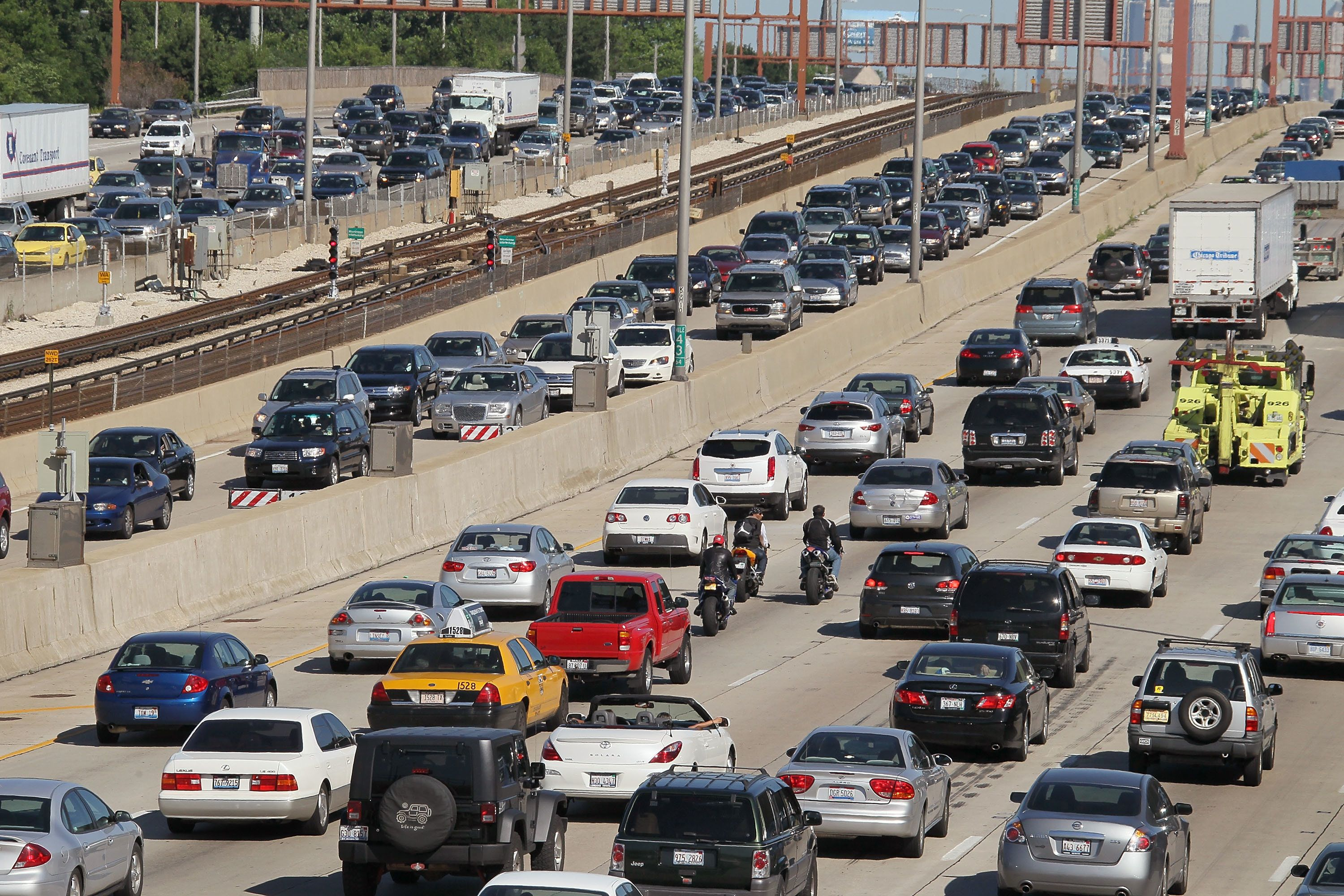 Despite higher prices, automobile travel is expected to increase for the fourth straight year.