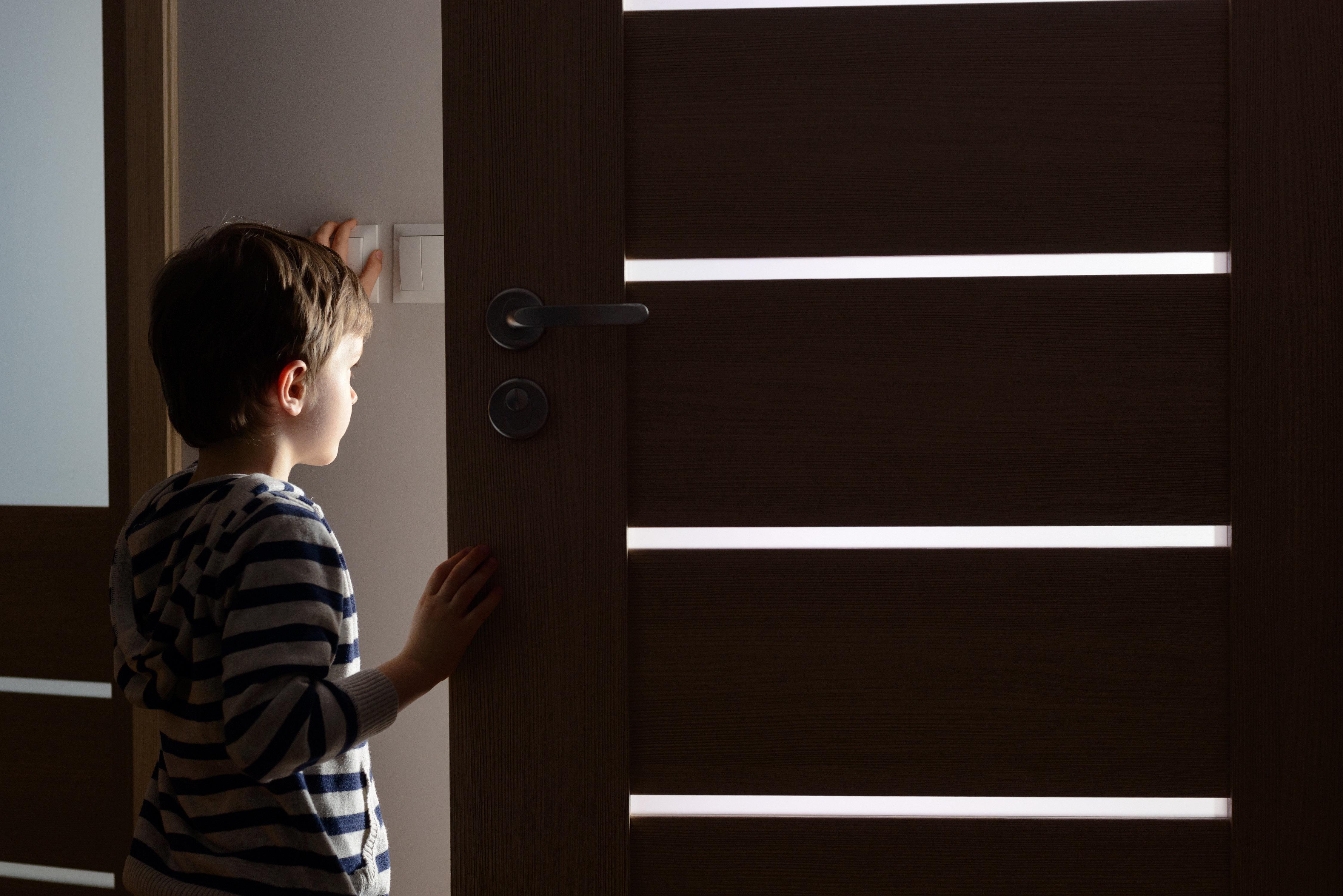 Die Kinder seien mehrfach im Dunkeln eingesperrt worden.