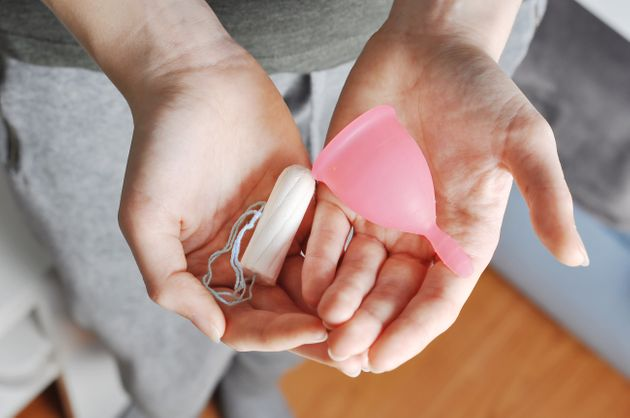 Tampons und Menstruationsbecher sollten regelmäßig ausgetauscht