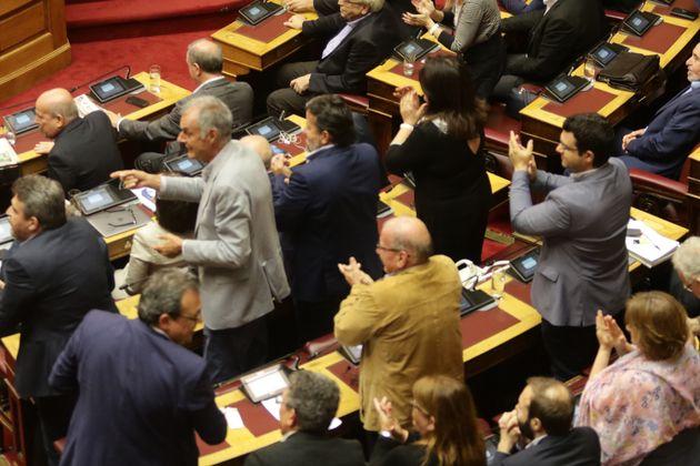 Να μην αναγράφεται το θρήσκευμα στα απολυτήρια Λυκείου ζητούν 29 βουλευτές του ΣΥΡΙΖΑ