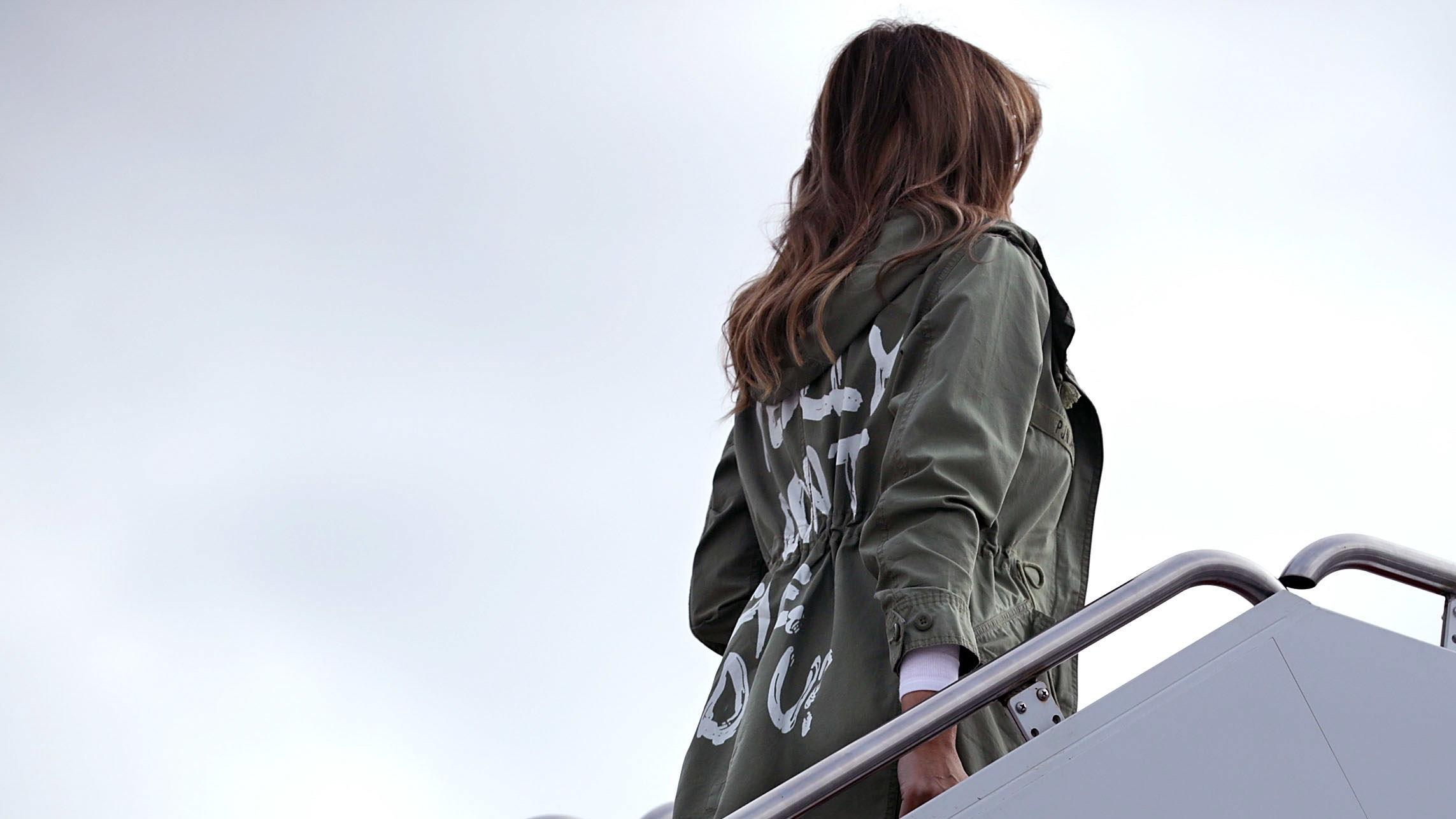 """Melania Trump besucht Flüchtlingskinder – auf ihrer Jacke steht """"Mir doch egal"""""""
