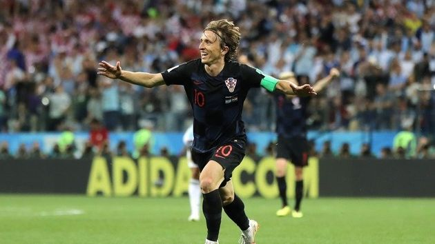 크로아티아의 루카 모드리치가 아르헨티나에 승리를 거둔 뒤 환호하고