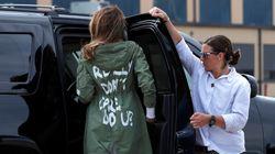 한 아티스트가 멜라니아 트럼프의 재킷을