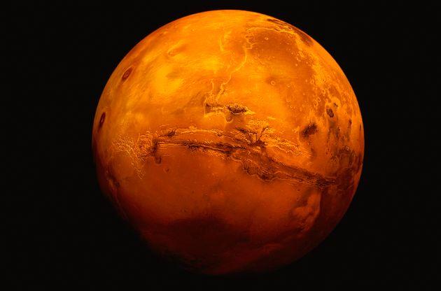 올해 7월 말에는 붉은 화성을 맨눈으로 볼 수