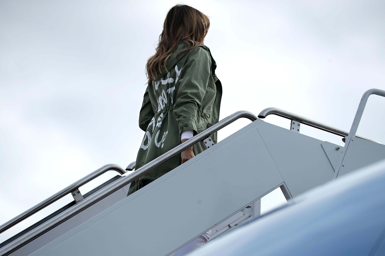 L'étonnante veste portée par Melania Trump à la rencontre d'enfants sans-papiers séparés de leurs parents