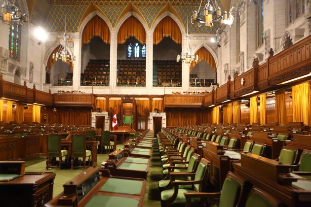 Καναδάς: Η υπουργός Υγείας μιλά στην βουλή, όμως μια άλλη εικόνα κλέβει την