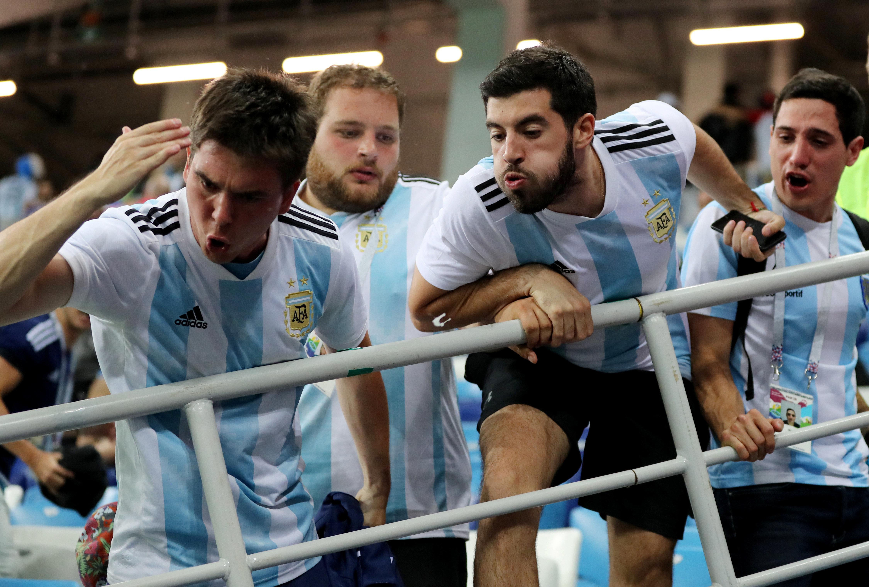 Nach WM-Spiel: Argentinien-Fans bespucken Trainer – der spricht Klartext