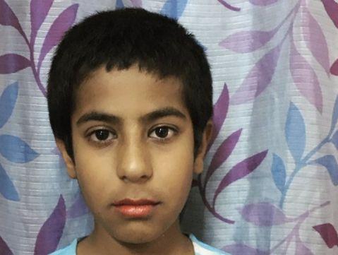 Indien: 9-Jähriger wird gehänselt, weil er Lippenstift trägt – dann setzt seine Familie ein